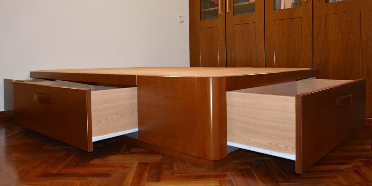 Canapé de madera con cajones| Muebles Qué Idea